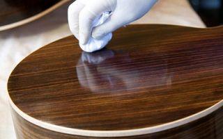 Как избавится от царапин на мебели?