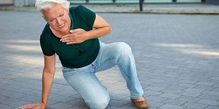 У женщины приступ инфаркта