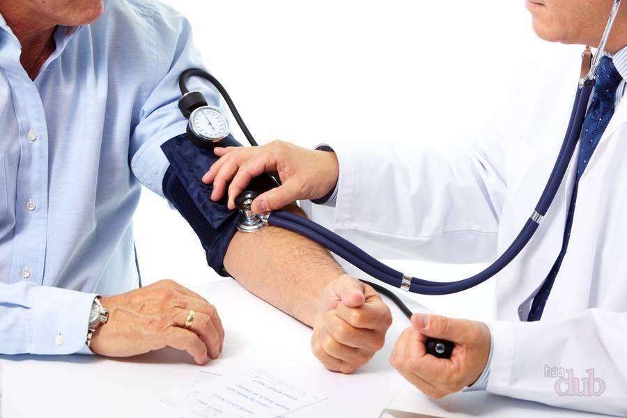 Вылечить гипертонию нельзя, но осуществлять контроль над давлением можно с помощью лекарств и народных средств