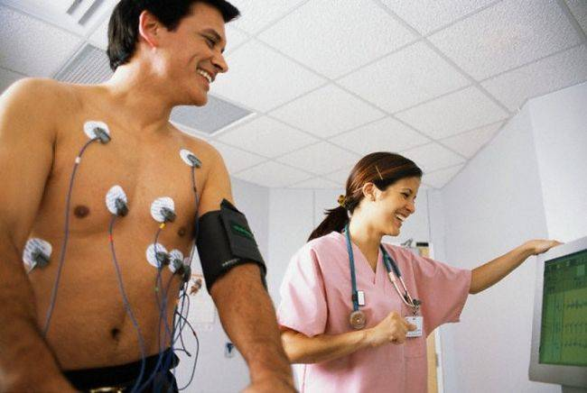 Перед началом исследования по Холтеру пациент должен принять душ и снять с себя все металлические изделия.