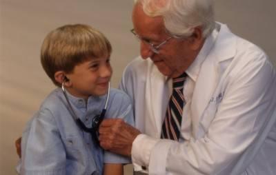 Обследование ребенка врачом
