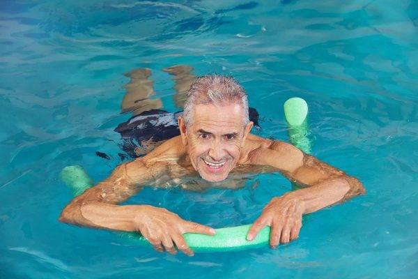 В период восстановления после операции рекомендуется заниматься плаванием