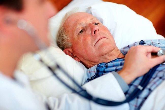 При первых болях в области сердца необходимо немедленно обратиться к врачу