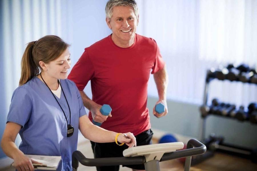 Лечебная физкультура под присмотром врача