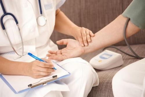 Измерение пульса у врача