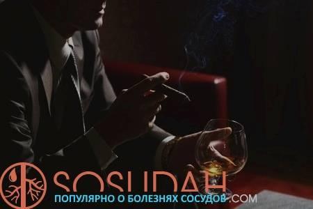 Мужчина с алкоголем и сигаретой