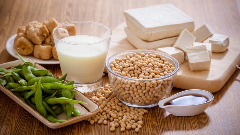 Как сочетать витамин С, ретинол и гиалуроновую кислоту в ежедневном уходе за кожей?
