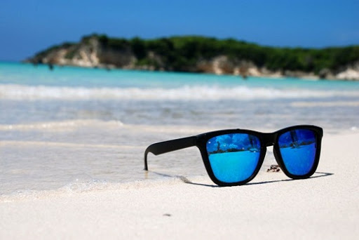 Особенности и характеристики солнцезащитных очков